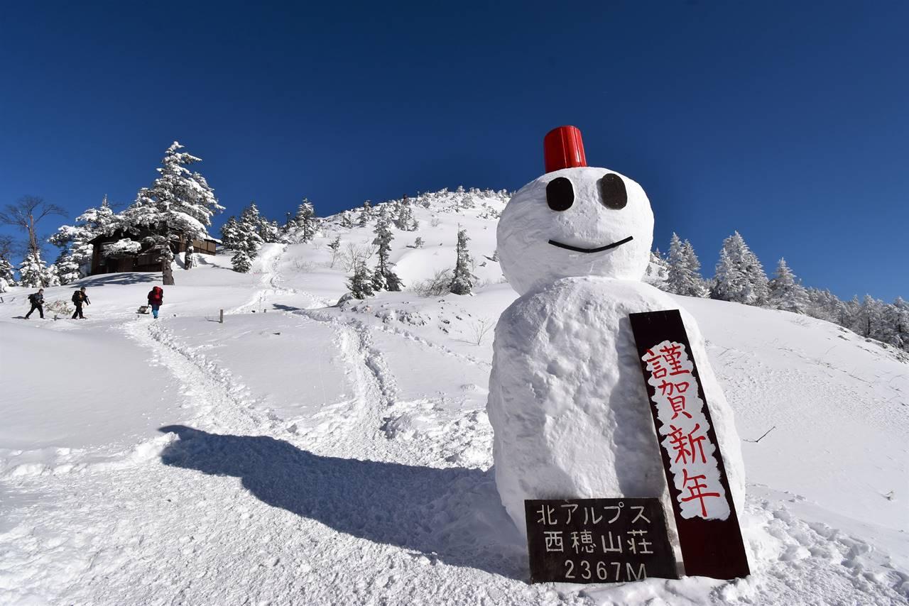 西穂山荘の雪だるま