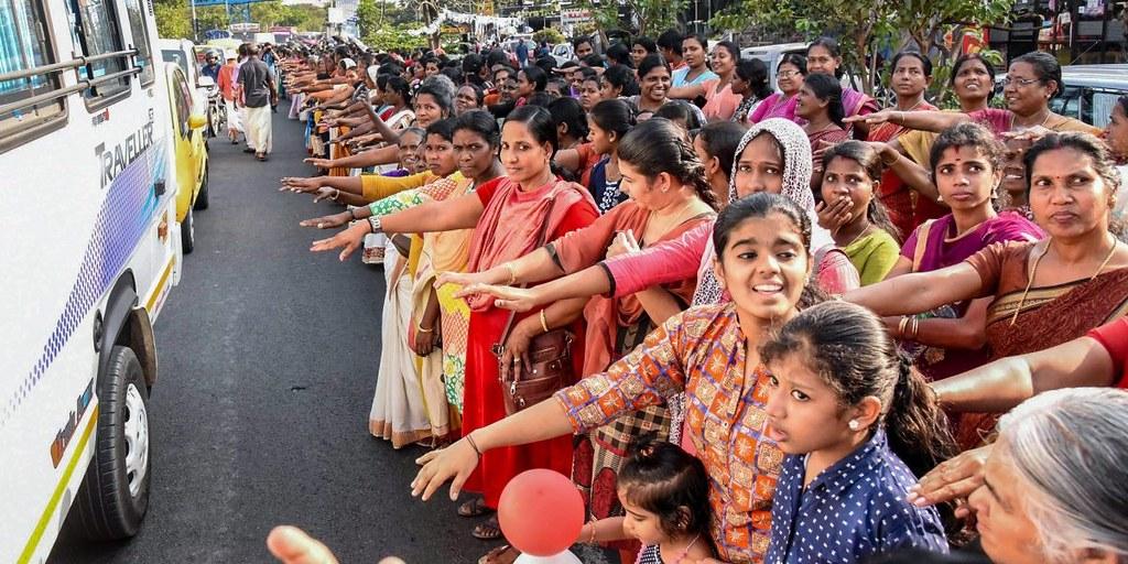 印度婦女組成人牆反對神廟禁令。(圖片來源:PTI)