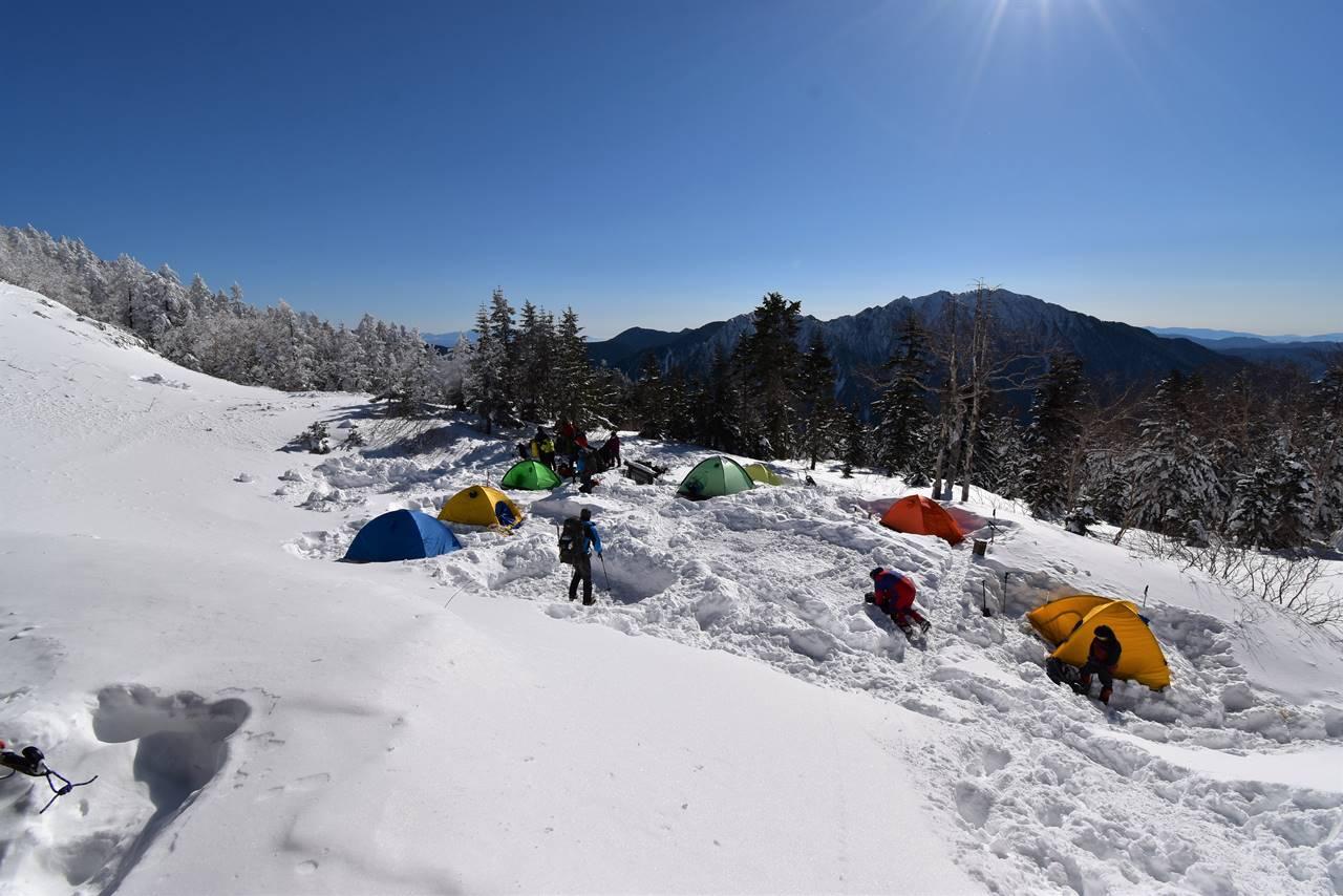 西穂山荘 雪のテント場