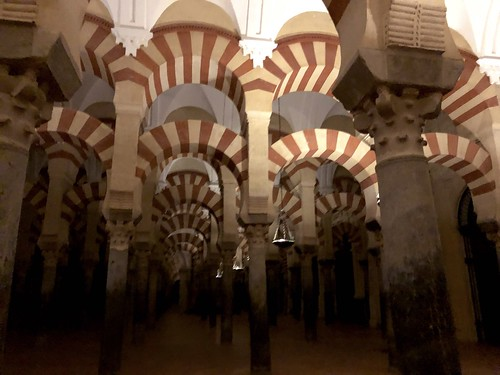 Interior de la Mezquita de Córdoba por la noche