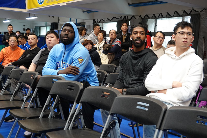 梅奧(右二)現身健行科大觀看UBA。(葉芳瑜/攝)