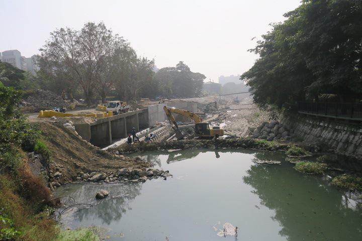 忠烈祠旁,整治中的竹溪,吳昭明攝。