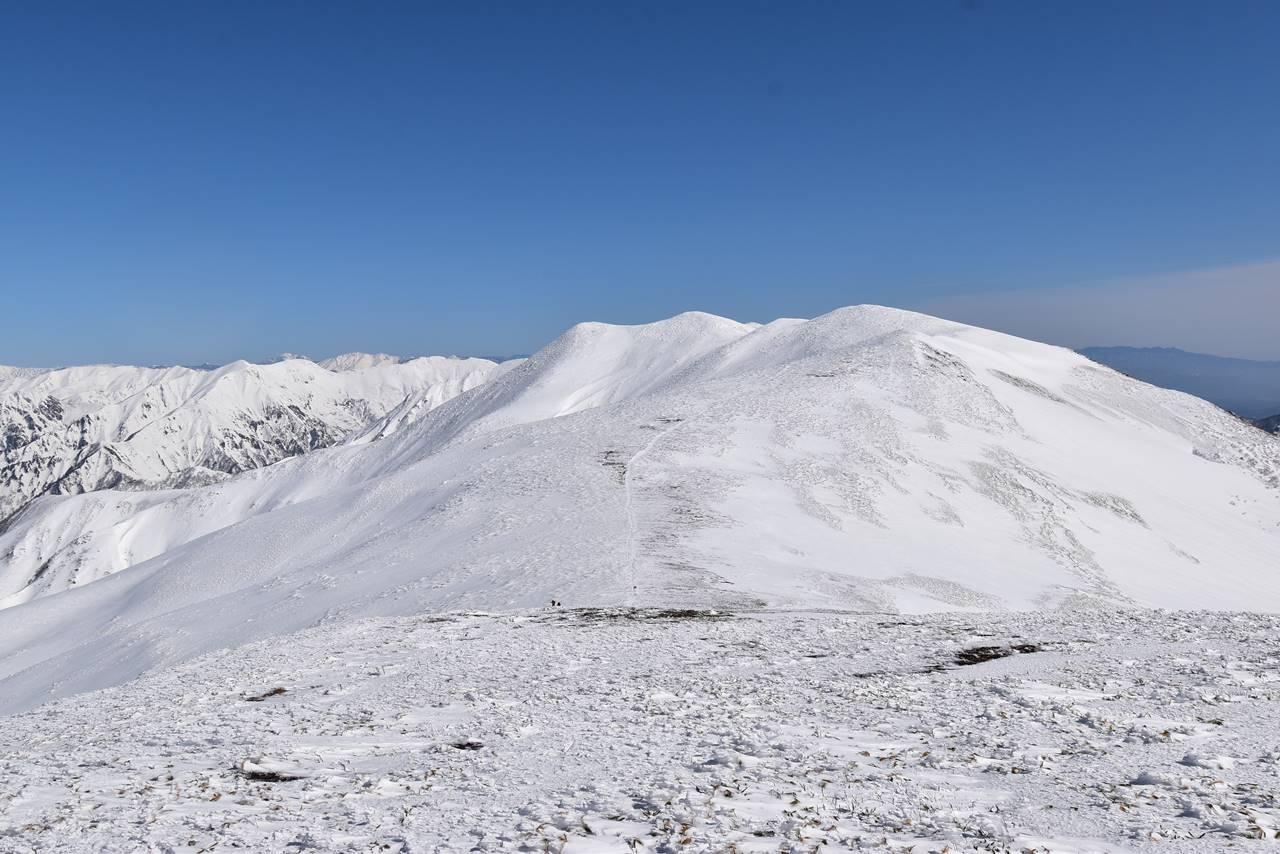 雪の仙ノ倉山稜線