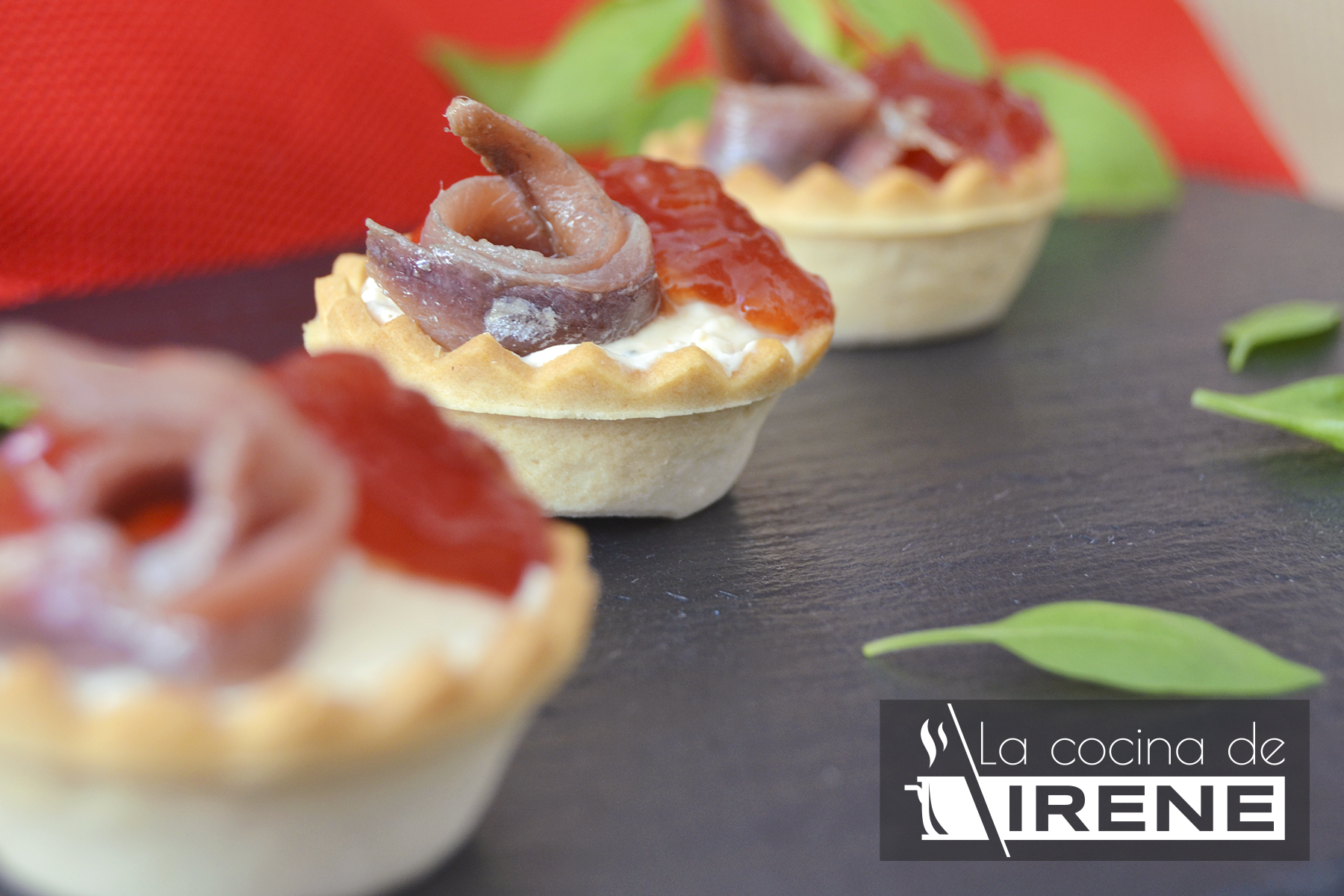 Mini tartaletas de queso y anchoas