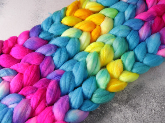 Extra fine merino wool superwash combed top/roving hand-dyed spinning fibre 100g – 'Neon Gradient'