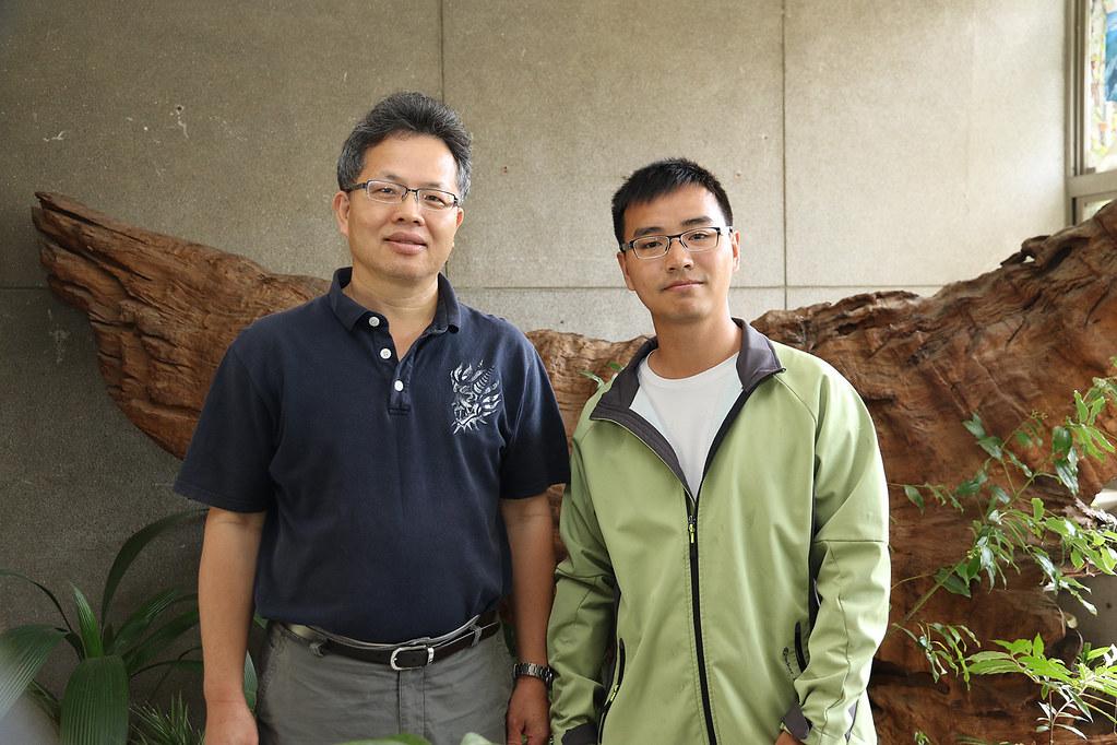 興大森林學系副教授曾彥學(左)及博班生張之毅