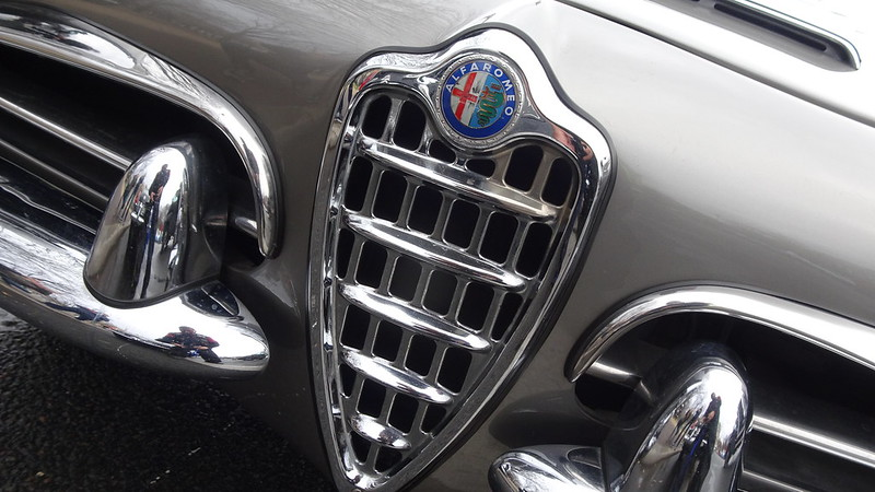 Alfa Romeo Giulia Spider - Grande traversée de Paris -  31785512357_e74ef57f05_c