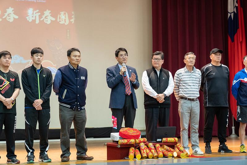 高俊雄署長(左4)與各隊總教練在台上齊祝東奧拚出佳績。(國訓中心提供)