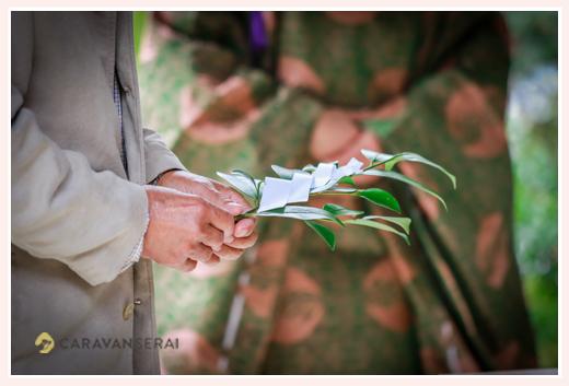 榊を持つ手 神社での神事