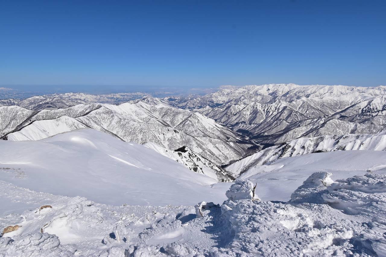 平標山山頂からの雪景色