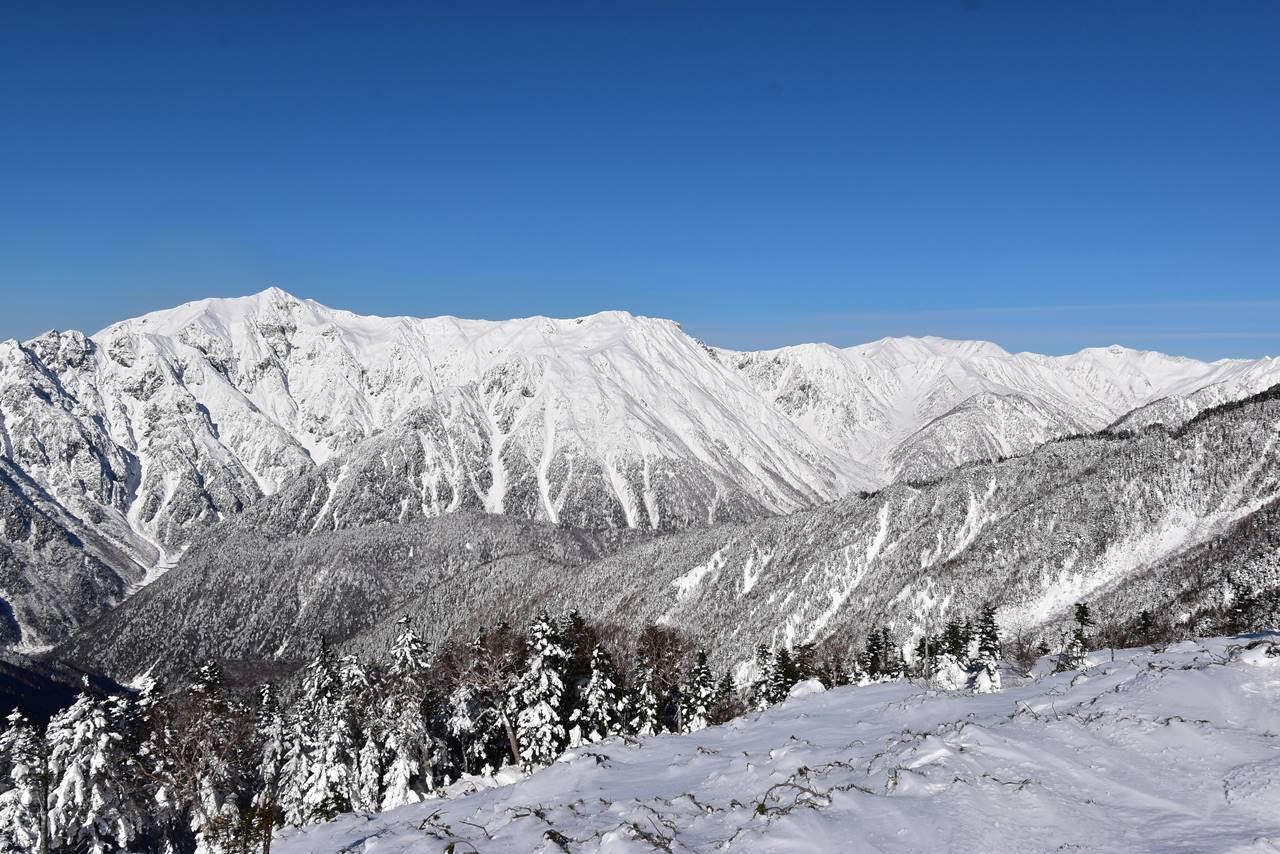 雪の笠ヶ岳~双六岳の稜線