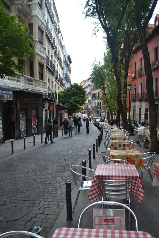 La calle Lavapiés antes de comer.