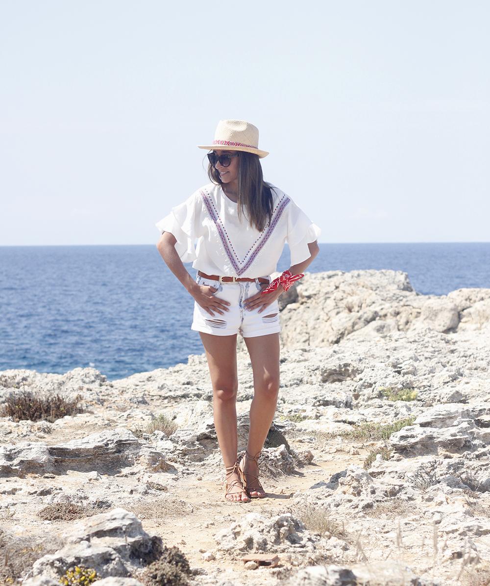White Summer look bandana beach outfit04