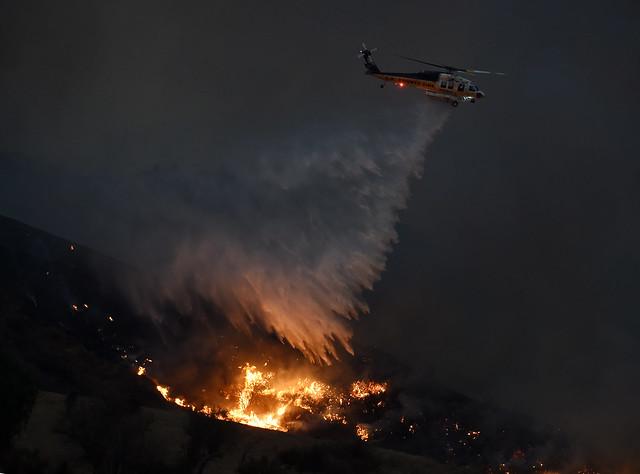 Incendios en California destruyen decenas de viviendas
