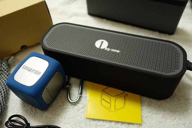 Omaker Bluetoothスピーカーキューブサイズ(爆音/耐衝撃/12時間再生接続)ポータブルワイヤレススピーカー(シルバー+ブルー)W4