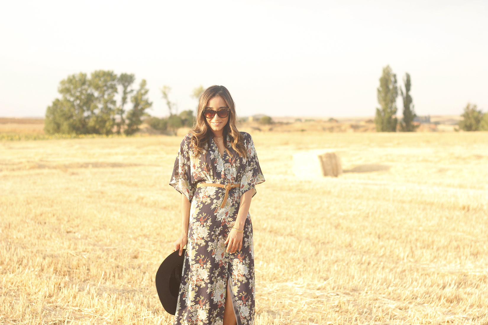 Maxi floral print dress uterqüe blue hat sunnies countryside summer outfit flat sandals massimo dutti09