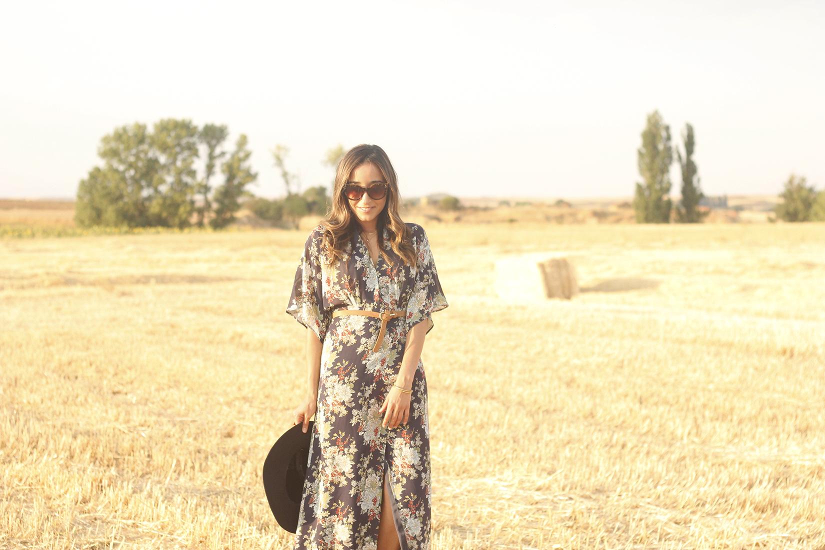 Maxi floral print dress uterqüe blue hat sunnies countryside summer outfit flat sandals massimo dutti09