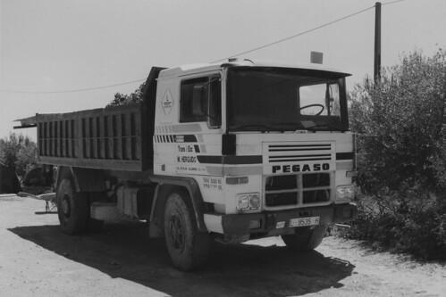 camió Pegaso 1180 herguido