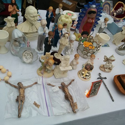 Garage sale #toronto #bloorstreetwest #bloorcourt #bloorcourtfestival #romancatholicism #statue #christianity #stanthonys