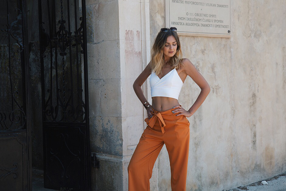 white-crop-top-outfit-ideas-orange-pants