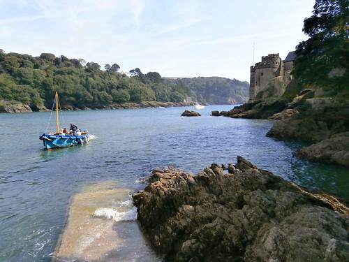 3 Dartmouth Castle ferry departs from the slipway, Devon 09-16