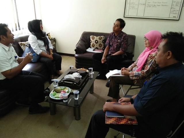 Suasana pertemuan antara KPU dan Bakesbangpol Pemkab Tulungagung(25/8)