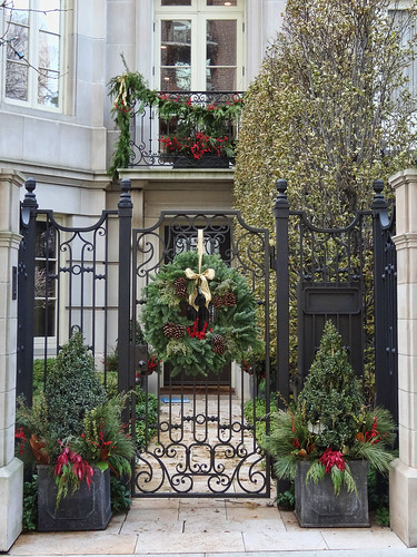 28 best christmas decorations chicago chicago holiday for Best christmas towns on east coast