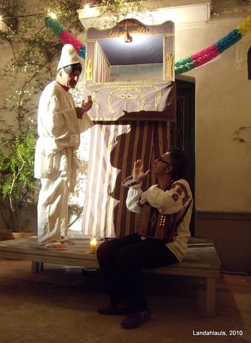 Titiriteros en la huerta de san vicente bruno leone y for Huerta de san vicente muebles