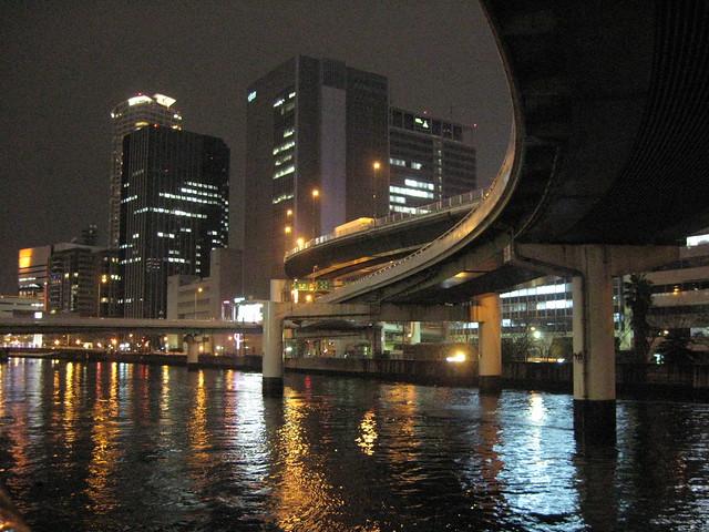 阪神高速道路と朝日新聞社ビル (1)
