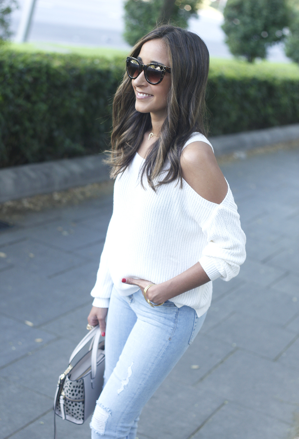 White off the shoulder sweater jeans acosta bag heels outfit style24