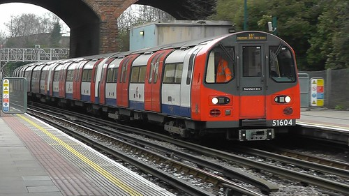 51604 Arrives at Finchley Central