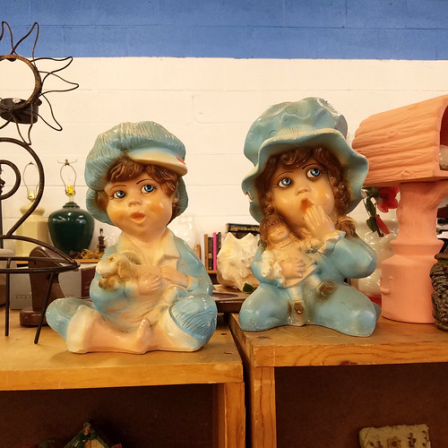 creepy sibling dolls