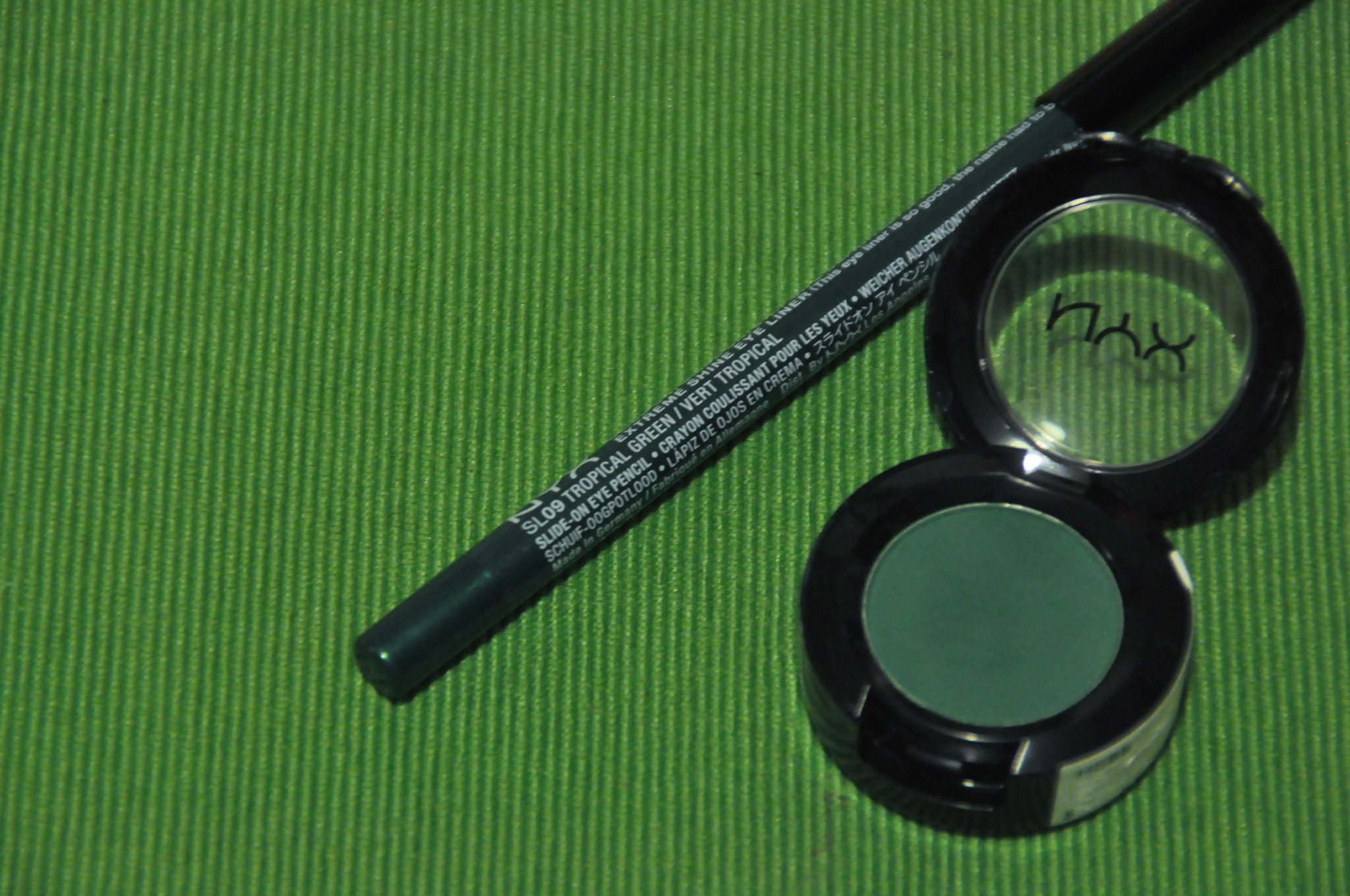 NYX Kush Eyeshadow and Tropical Green Extreme Shine Eye Liner Review
