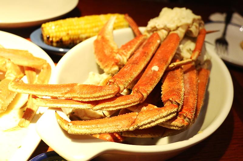 Red-lobster-Alaska-bairdi-crab-legs-corn-6