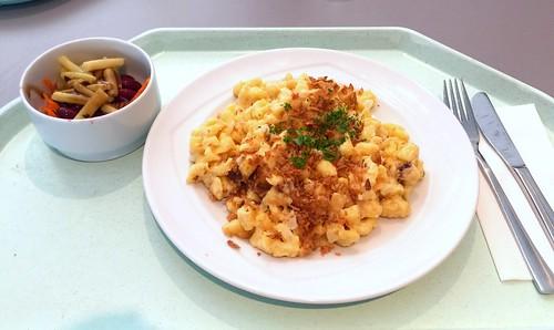 Cheese spaetzle with fried onions / Käsespätzle mit Röstzwiebeln