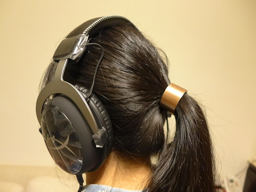 妹妹戴耳機