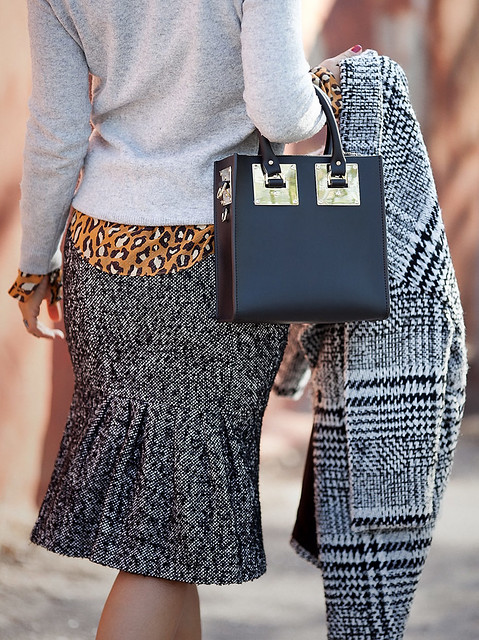 sophie+hulme-bag-outfit_tweed+skirt-outfit_mixing+prints+outfit