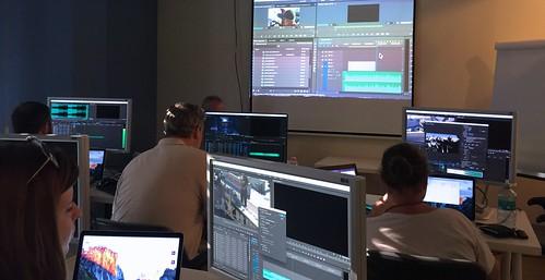 Csábi János Adobe Premiere-t oktat a Macademián