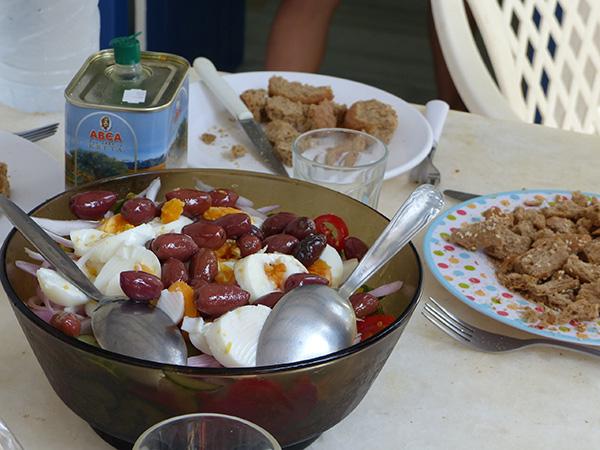 salade grecque et oeufs durs