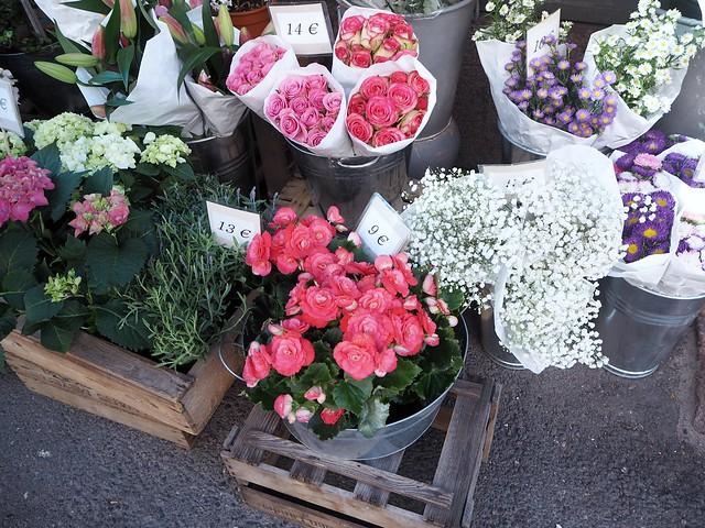 P8234773flowersstreethelsinki, street flowers helsinki, finland, katu, kukat, helsinki, kesä, summer,