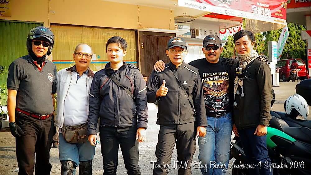 Foto bersama sebagian peserta touring
