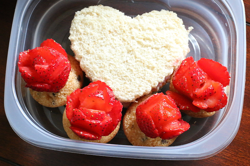 strawberry-roses-muffins-heart-sandwich-6