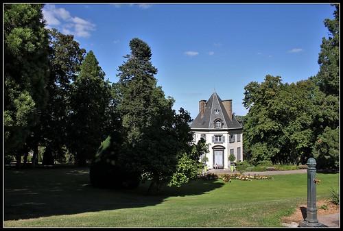 château de Bellevue et pelouse ouest