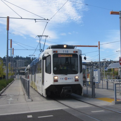 A southbound train pulls out of the Omsi-Water St station