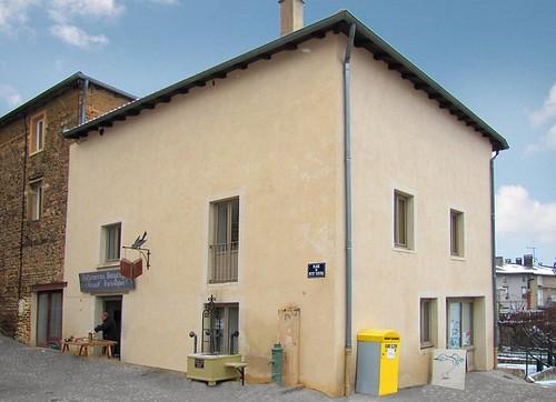 Француз знаходить скучні будинки і перетворює їх на архітектурні шедеври