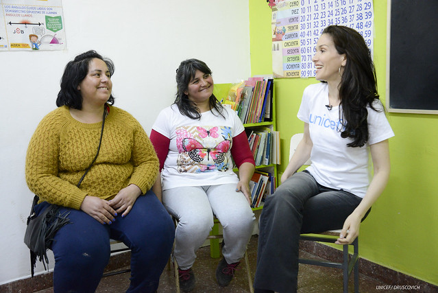"Natalia Oreiro visitó un ""Taller de Crianza"" de UNICEF para madres y padres"