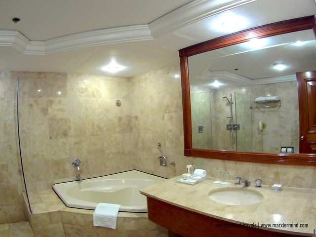 Huge Bathroom at Holiday Inn Galleria Suite Room