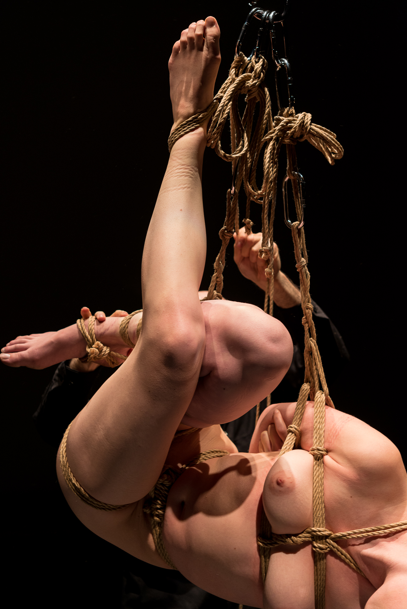 Rope details from a shibari performance by Pedro and Gestalta at Culturgest