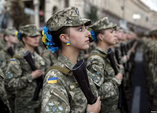 В українській армії — 17 тисяч жінок