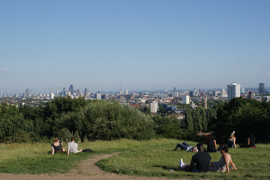Vue panoramique sur Londres depuis Parliament hill dans le parc d'Hampstead Heath à Londres.